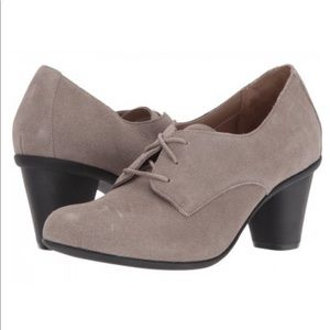 VIONIC Maura Oxford Career Heel